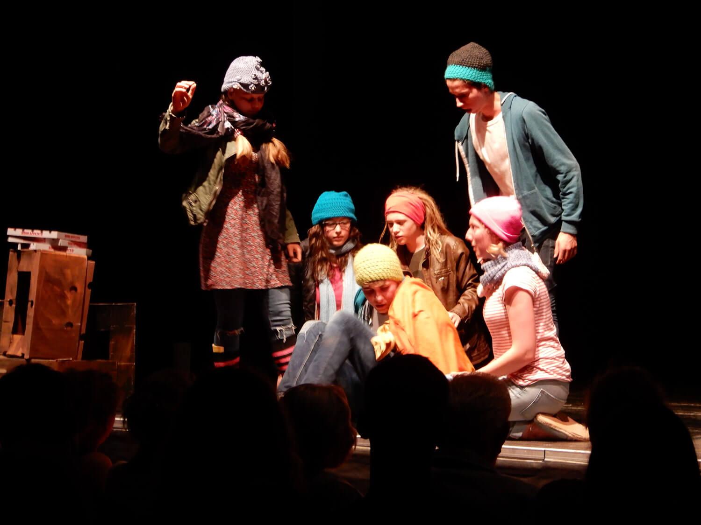"""Teenie-Theater-Treff begeistert mit """"Freiheit schillert"""""""